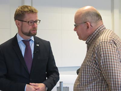 Helse- og omsorgsminister Bent Høie og daglig leder i NAKOS Jan Erik Nilsen